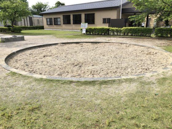 遊びの広場の砂場