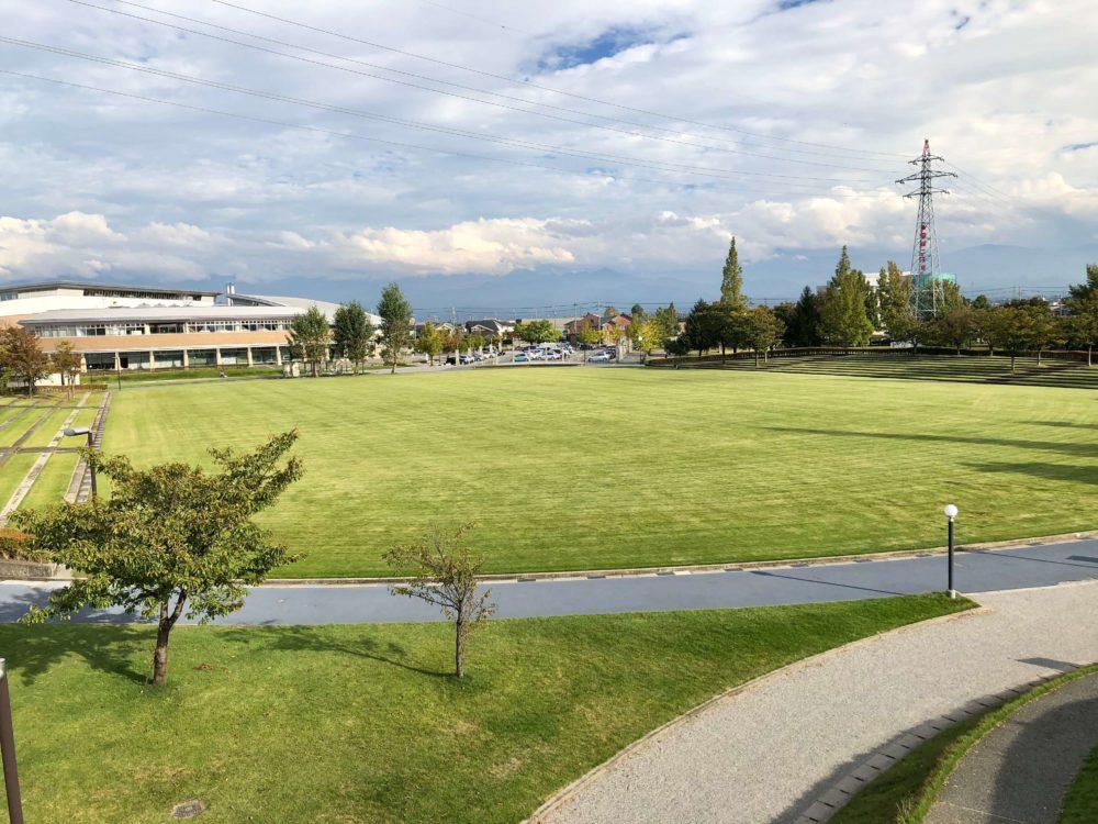 四季の丘から見た芝生広場