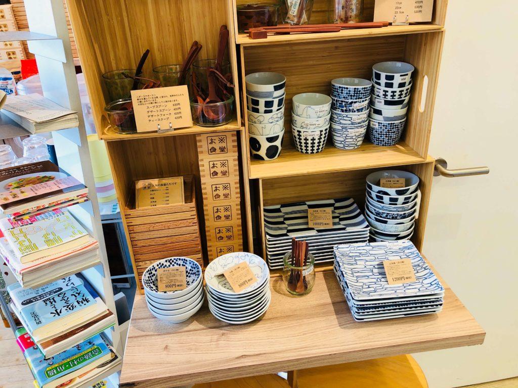 お米食堂の店内にある食器販売コーナー