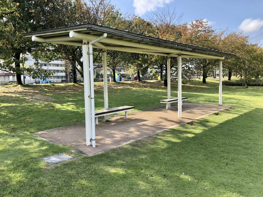 環水公園の屋根付きベンチ