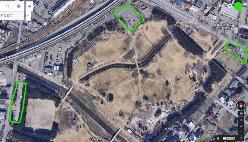 稲荷公園の駐車場を真上から見た画像
