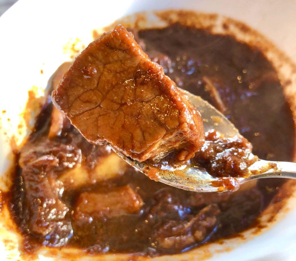 牛すじコルマカレーの肉