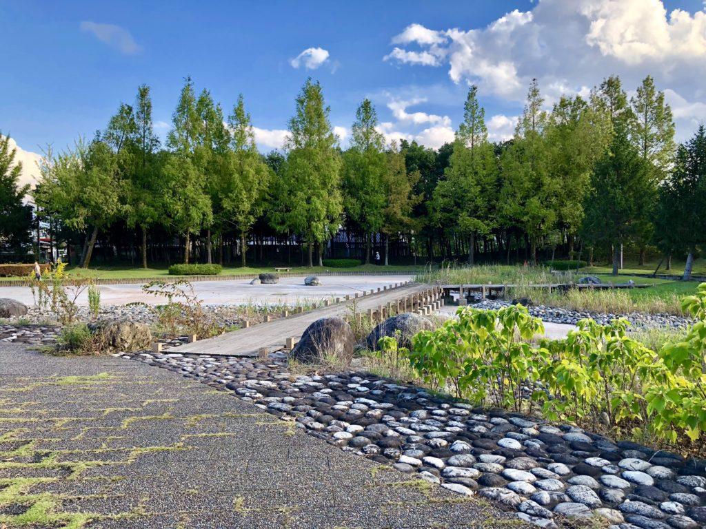 稲荷公園の池の桟橋