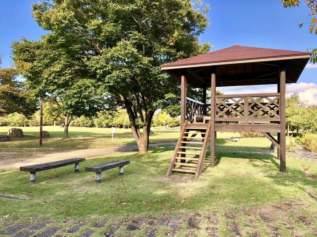 稲荷公園の休憩所