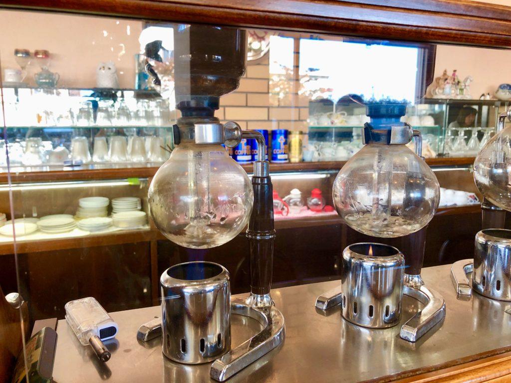 シャルロッテのサイフォンでコーヒーを淹れているところ①