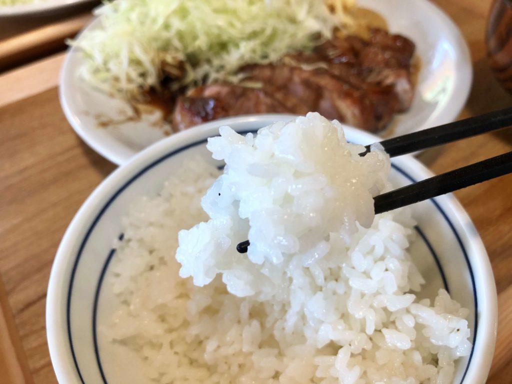 トンテキ定食の白米