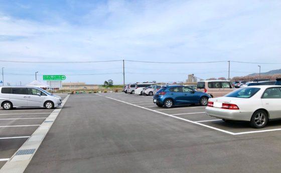 舟川べり桜並木の駐車場