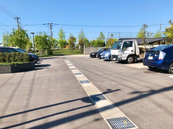 ピエ・パルクカフェの駐車場