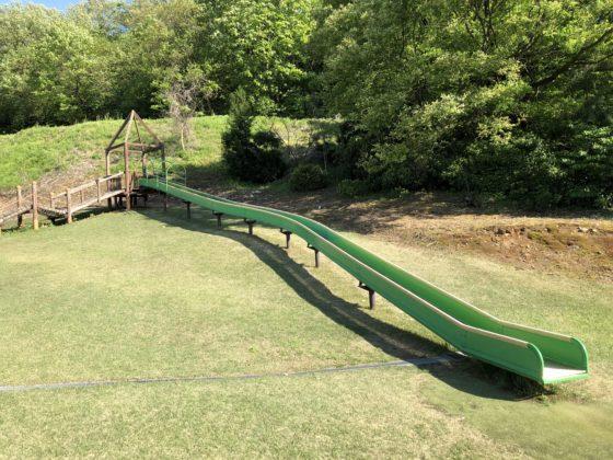 猿倉山森林公園 芝生広場のスライダー