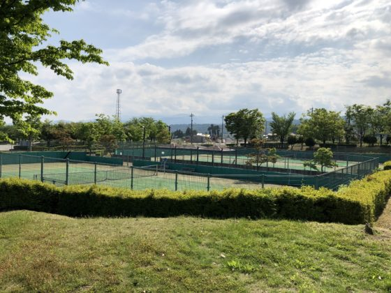 立山町総合公園のテニスコート