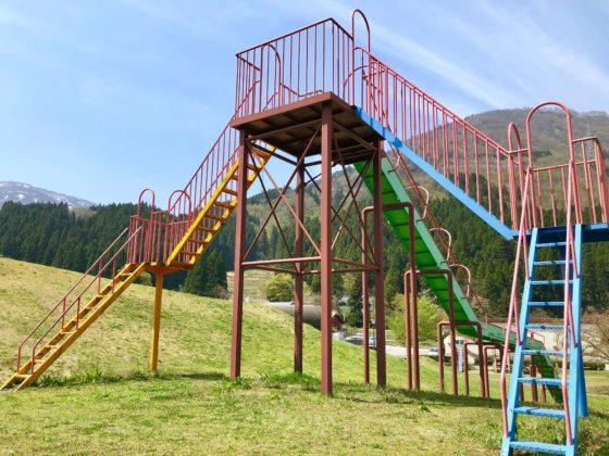 巨大滑り台の階段