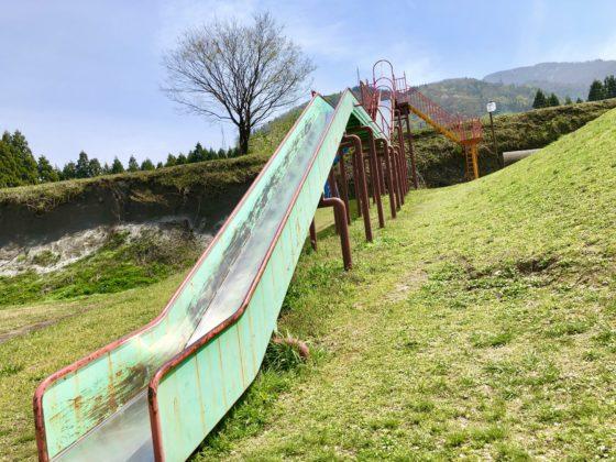 ふれあい公園の巨大滑り台