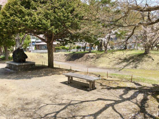 神岡城敷地ないのベンチ