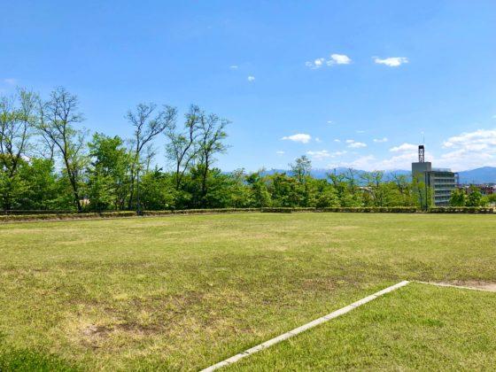 呉羽丘陵多目的広場の芝生広場