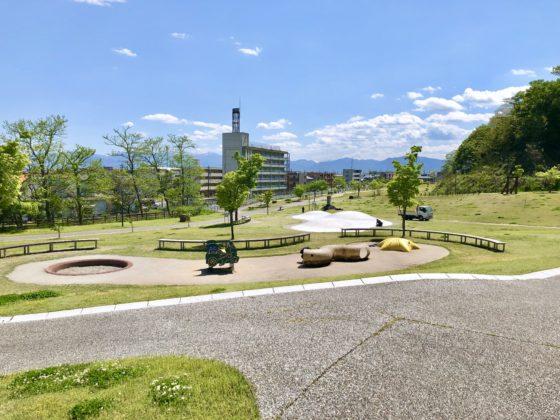 呉羽丘陵多目的広場の傾斜