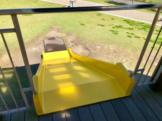 ツリーハウスの滑り台