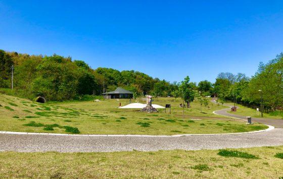 呉羽丘陵多目的広場を奥から見た風景