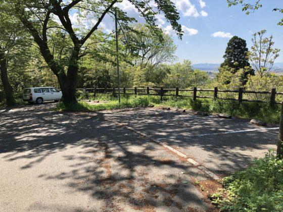 呉羽山展望台と道を挟んだ所にある駐車場