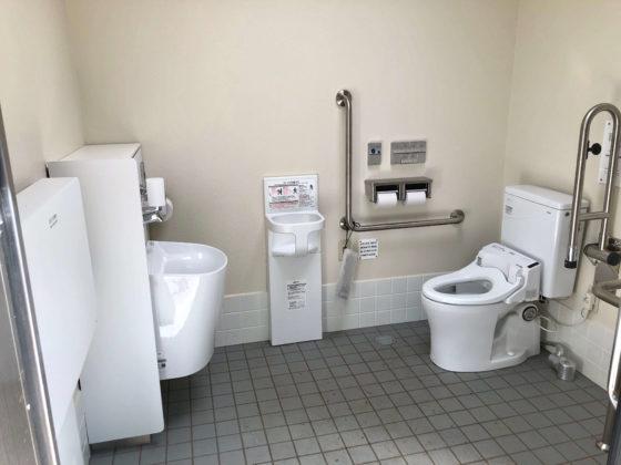 車いす用トイレの内部