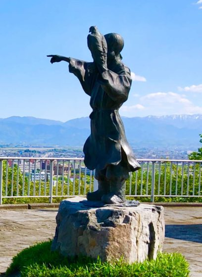 佐伯有頼の銅像