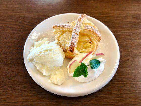 アミーゴワンカフェのアップルスイートポテトパイ
