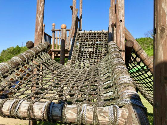 アスレチックのロープ網