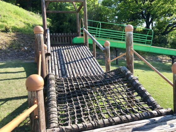 スライダーまでのロープ網