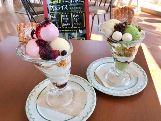 カフェソシオの抹茶パフェとベリーベリーパフェ