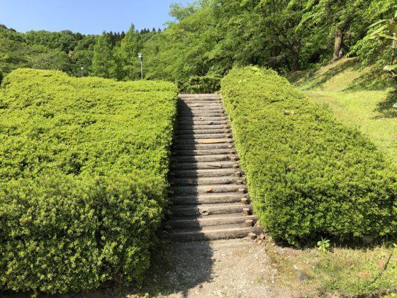 水道つつじ公園内の階段