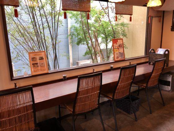 トートーカフェ1階のカウンター席