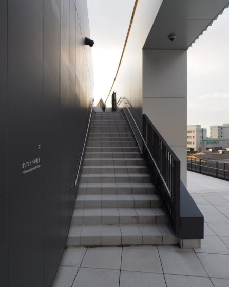 オノマトペの屋上への階段