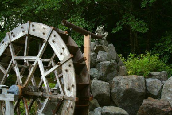 水道つつじ公園のうるおい水車