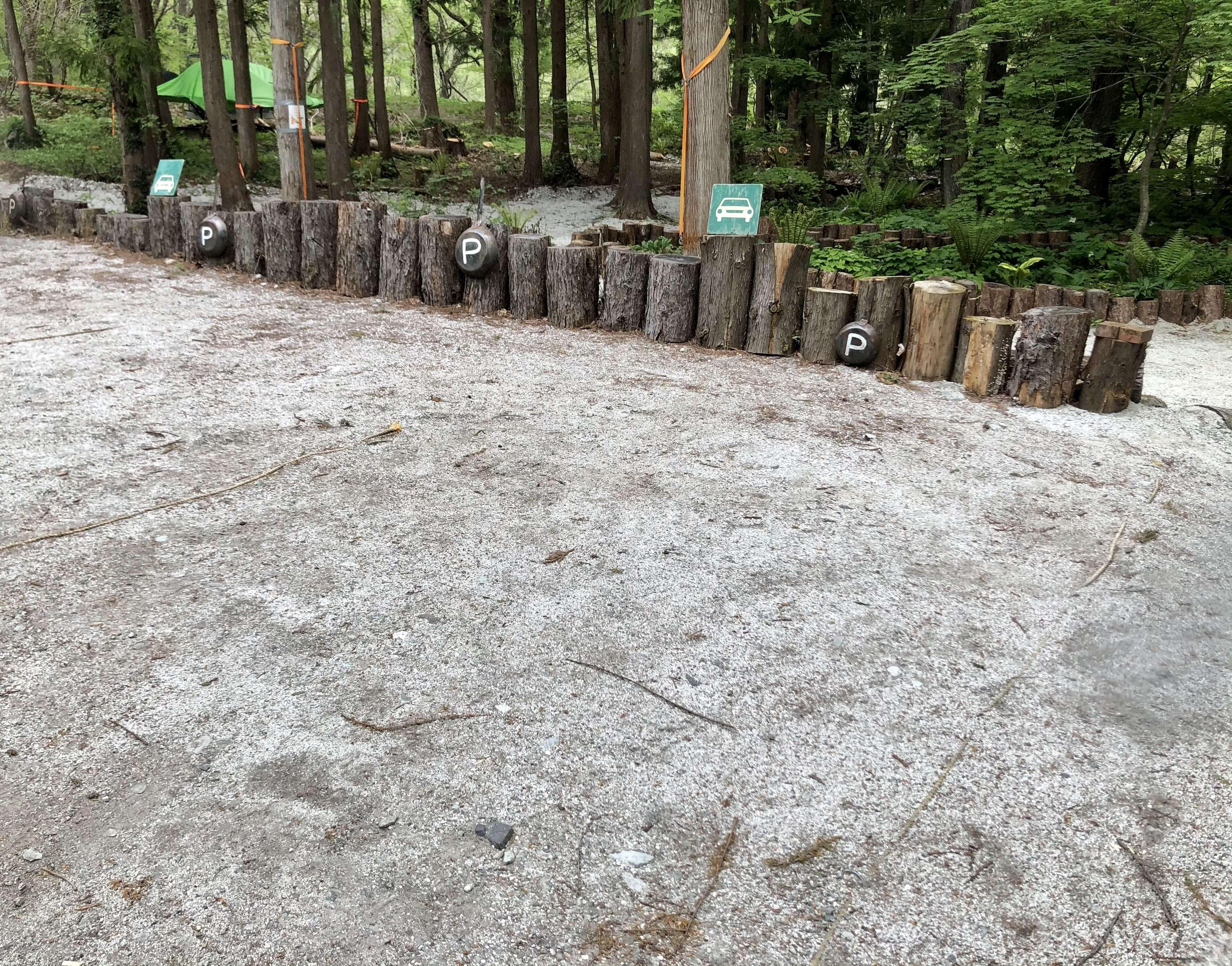 森のカフェシーシャの駐車場の写真